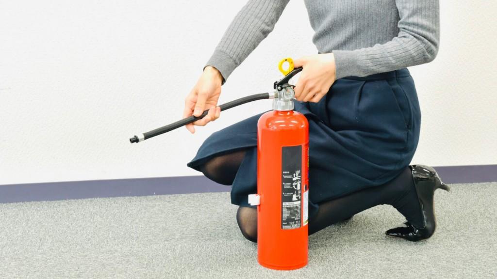 旧規格消火器は12月31日まで交換が必要です