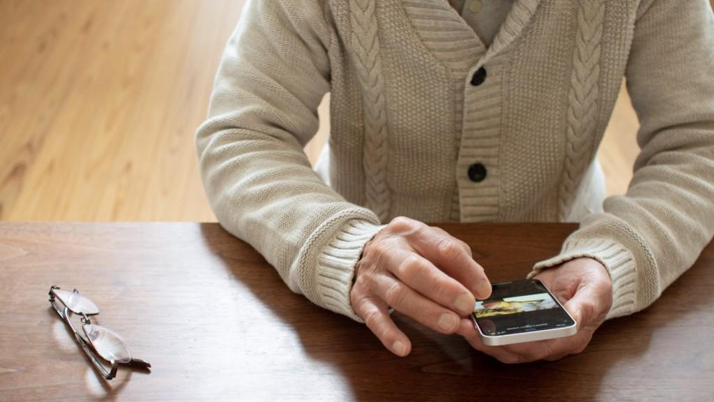 高齢者向けスマートフォン操作体験会