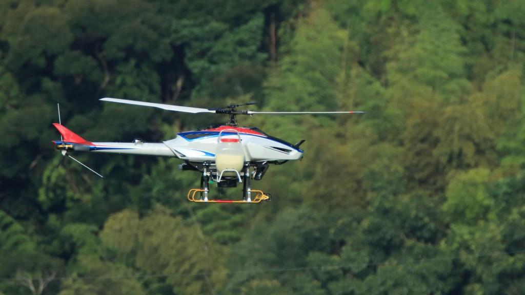 ヘリコプターによる松くい虫防除を実施します