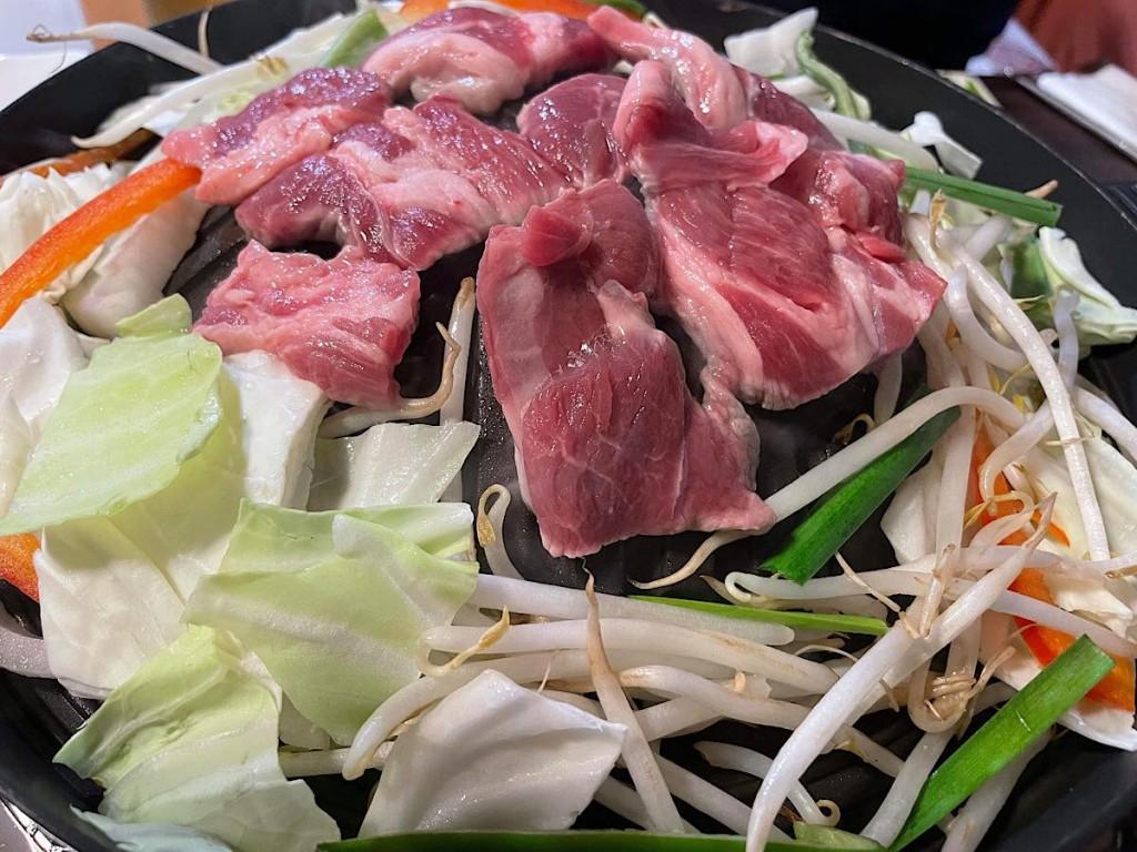 横手・ラムの焼き肉メーンの居酒屋 北海道出身女性が開業