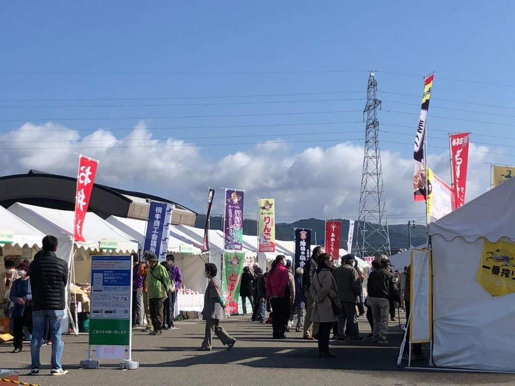 横手で秋田県種苗交換会が開幕 いぶりがっこ作る「いぶり小屋」の再現も